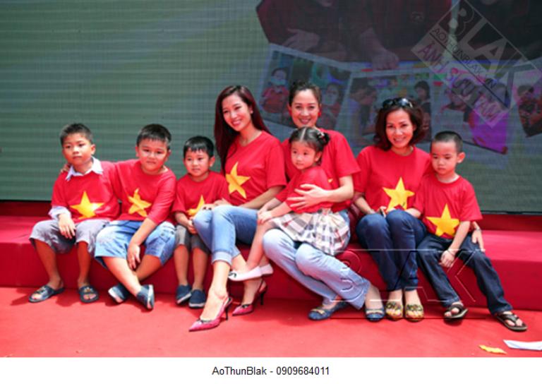 Áo cờ trẻ em sử dụng phổ biến tại các trường mầm non, tiểu học