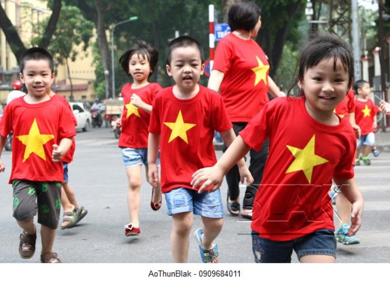 Áo cờ cho bé thiết kế đẹp phù hợp cho các chuyến đi chơi dã ngoại