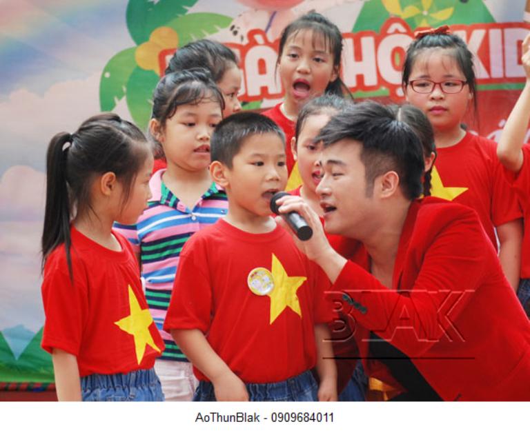 Áo cờ trẻ em được sử dụng phổ biến trong các hoạt động vui chơi giải trí của các bé