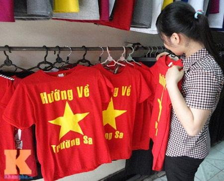 Những mẫu áo cờ đỏ sao vàng hot nhất hiện nay