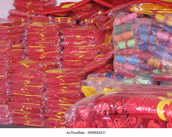 Bán áo phông cờ đỏ sao vàng với giá xuất xưởng